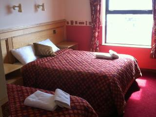 Pier House Guesthouse & Restaurant - Triple Room, Galway