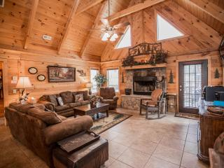 Luxury Log Home 3BR/2Bath  W/Hottub, Branson