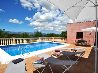 Private Villa in the hearth of Mallorca with pool, Costitx