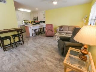 FAMILY FRIENDLY RESORT ON WEST END OF PCB~SPACIOUS 1/1.5 W/ BUNKS!!