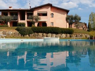Elegant apartment at first floor with covered terrace, in residence with pool, Soiano Del Lago