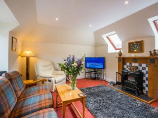 2 bedroom, 5 star cottage Loch Lomond free Wifi, Crianlarich