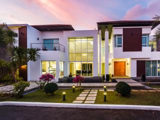 Kyerra Villa - Luxury and Private Pool!, Kamala