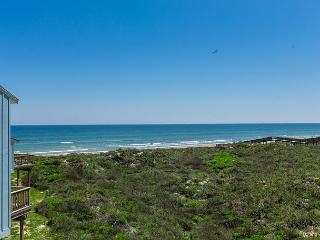 3BR/3BA Unique Beach House, 2 Decks 2 Ocean Views! Winter Texans Welcome!