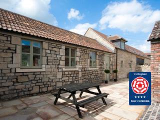 Stables Cottage: Sleeps 5, Bath
