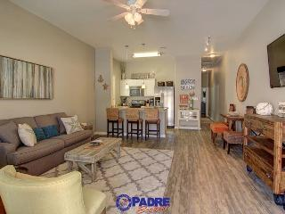 Beautiful New end unit on the pool and just steps off the Beach!, Corpus Christi