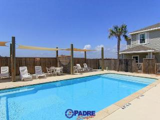 3 bedroom Townhouse that's Close to the Beach & comes with a saltwater pool,, Corpus Christi
