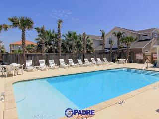 Spacious Townhouse, Pet-Friendly, Close to the Beach, & Free WIFI!, Corpus Christi