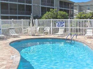 Come stay at this Cute Villa in Surfside Beach!- 104 Maddington