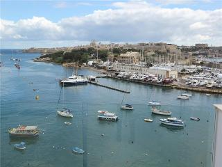 Seafront Modern Penthouse For Rent, Il Gzira