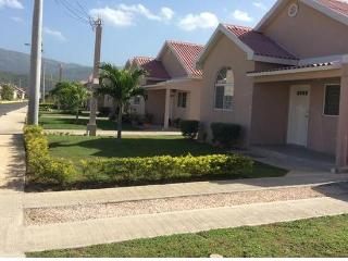 2 Bedrooms 1 bath with Free Wi-Fi & Cable TV, Portmore