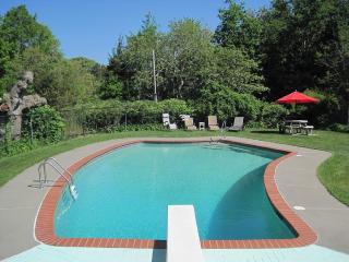Cape Cod Quaint Cottage With Private Pool & Tennis, Dennis