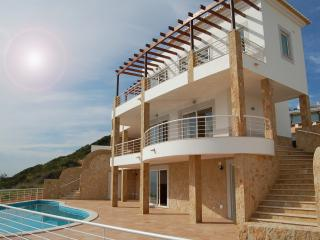 UNIQUE BEACHFRONT VILLA IN ALGARVE.  5/6 BEDROOMS, Salema