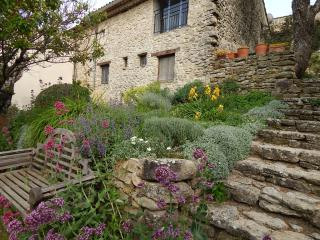 House of Artist in Luberon Provence preserved