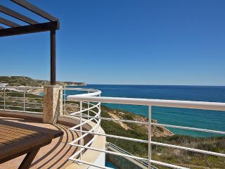 SIMPLY SALEMA - UNIQUE BEACHFRONT VILLA IN ALGARVE.  5/6 BEDROOMS, Salema