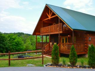 Brigadoon II -  Elegant, Luxury Cabin, Million Dollar Views, Fire Pit, Hot Tub.
