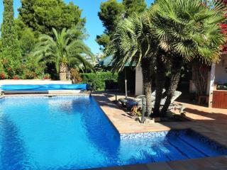Luxury Villa 3 minutes walk from Moraira town