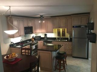 2/2 Bahamian Club Town Home Across from Beach, New Smyrna Beach
