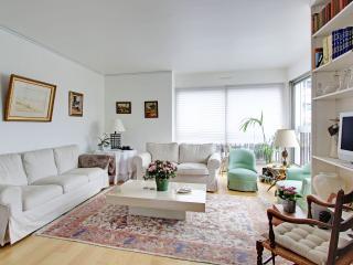 2 bedroom apartment Paris 16th Passy P1642