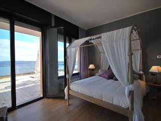 Amazing lake view apartment with terrace and pool, Lesa