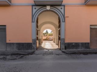 Pompei a 200 m. dagli scavi e 150 m. dal Santuario, Pompeya