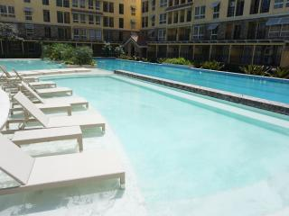 Brandnew luxury 2-BR condo seaside next to SM Mall, Cebu City