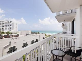 Ocean Drive Beachfront Apt. 1 BR With Pool, Miami Beach