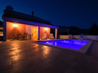 House for vacation Leonard, Kastel Novi