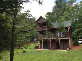 Close to lake and historic downtown Blue Ridge