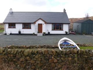 Luxury  holiday bungalow stunning loch view, Bunessan