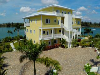 New, luxury, modern waterfront condo., Freeport