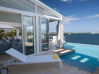 Amaryllis - Simpson Bay Lagoon, St. Maarten, Cole Bay