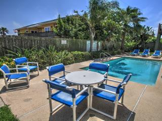 Steps to beach, pool, summer fun, *Email specials*, South Padre Island