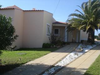 Spacious 4 suites Villa, pool, 200m from beach, Ferragudo
