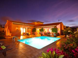 4 Bedroom Villa, Heated Swimming Pool, Gym & WIFI
