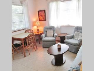 LOVELY FURNISHED UNIT FOR RENT #1, Delray Beach