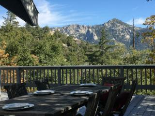 Highgrove Retreat Luxury Mountain Cabin With Views, Idyllwild