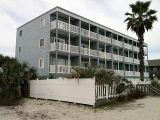 OCEANFRONT CONDO ONE BEDROOM SLEEPS 6 & POOL, Garden City Beach
