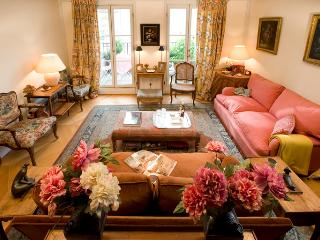 Champs Elysees Vacation Rental at Madeleine in Par, Paris
