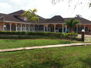 Hummingbird Hill Villa, Runaway Bay