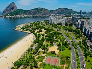 Nice Entire One Bedroom Suite Flat in front of Flamengo Beach All transport link