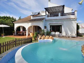 Holiday villa with pool by the beach for rent in Marbella