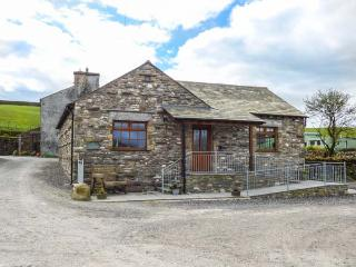 LITTLE CRAKE HOWE, woodburner, working farm, walks from the door, near Kendal, R
