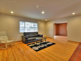 Beautiful 3br Single Story Townhome with Pool, Sunnyvale
