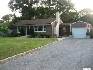 Quaint Beach Style Cottage, Hampton Bays
