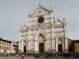 Beautiful, Bright 2 Bdrs by Santa Croce