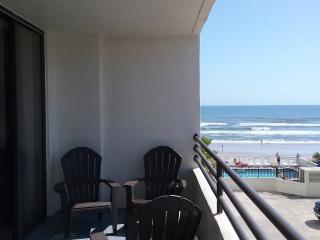 DAYTONA OCEANFRONT SAND DOLLAR! 2 BD/ 2BA  , FREE WIFI, 3 HDTV'S , NON SMOKING !