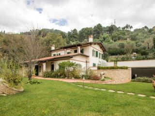 Detached villa 10 pax with pool 5 km to sea, Pietrasanta