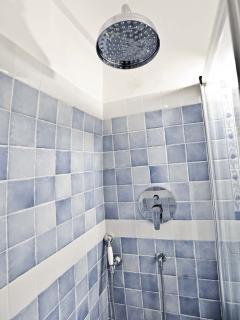 bagno completo con doccia