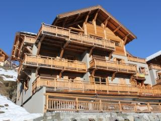 Apartment A201 Chalet de la Sagne - 2 minute walk to lift - sleeps 5